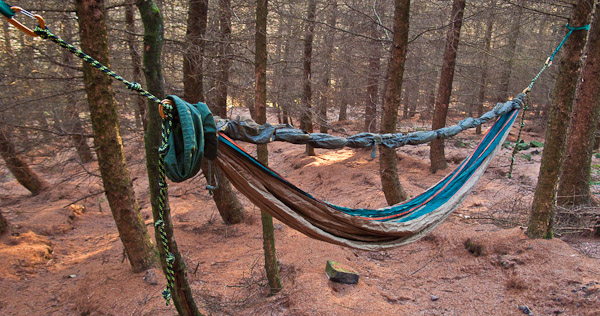A fixed ridge line between the hammock ends gives a consistant hanging position - © 2017 - Gary Waidson - Ravenlore.