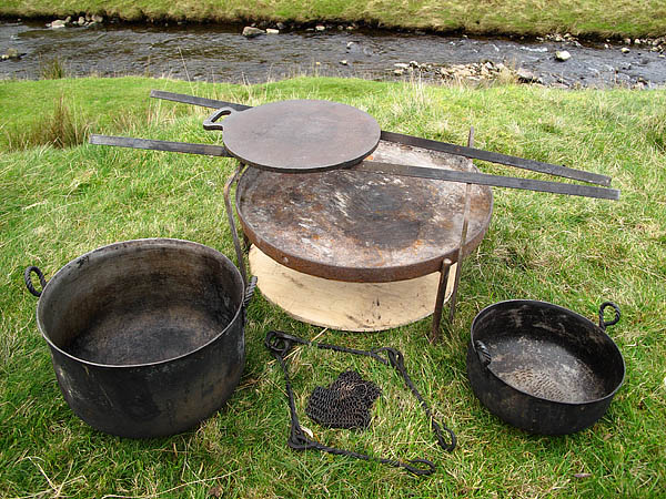 Fire tray and two gas bottle cauldrons